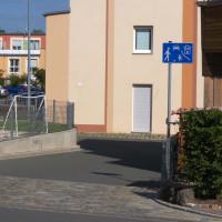 """ParkSide Einmündung mit kleinem Schild """"Verkehrsberuhigter Bereich"""""""