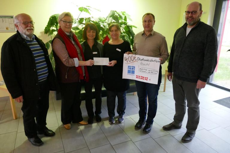 Spendenübergabe in der Zentralen Diakoniestation